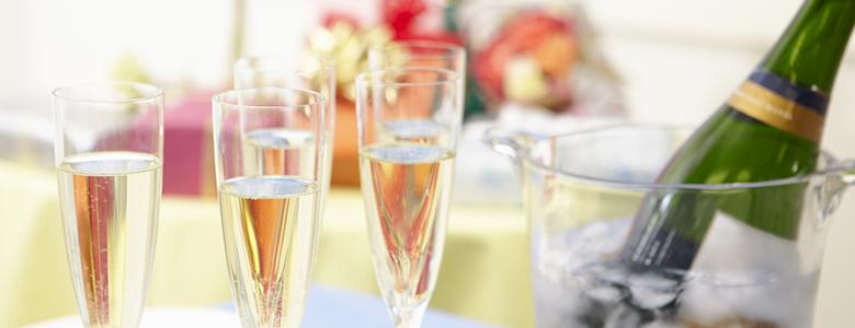 卒業式などの学校行事やバレンタインやクリスマスといった季節のイベント関連特集ほか